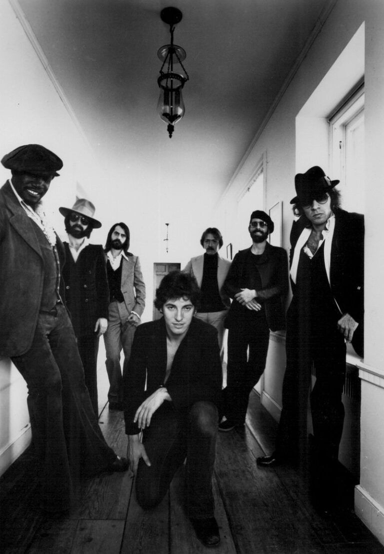 Bruce_Springsteen_and_the_E_Street_Band_19
